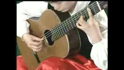 Li Jie Изпълнява Пиеса На Bach