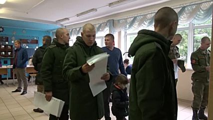 Russia: Soldiers queue up to vote in St Petersburg