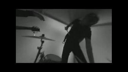 Crossfade - Killing Me Inside [превод]