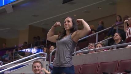 Момиче изненада мъж с мускулите си