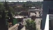 Невнимателен шофьор на боклукджийски камион със салто събаря мост !