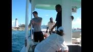 на пича не му издържаха нервите и бутна лигльото от лодката :d:d:d: