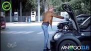 Как сменяват блондинките маслото на колата ; D