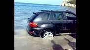 Турци с Bmw X5 затъват в пясъка на плажа