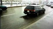 Една малка дупка на пътя //