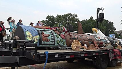 USA: Indigenous tribes present hand-carved totem pole to Biden to urge protection of sacred sites