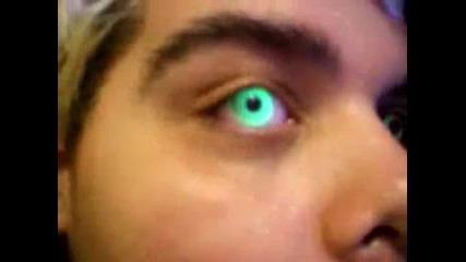 Мъж със светещи очи !