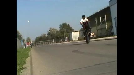 Amazing Moto Stunts !