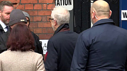 UK: Corbyn accosted by protester dressed as ELMO at polling station