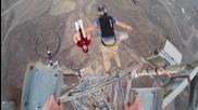 Смелчаци правят предни салта от висока кула by Gopro