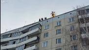 Руснак се запалва и скача от 9тия етаж в снега