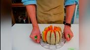 Как се режат 12 перфектни парчета пъпеш за секунди с Melon Slicer