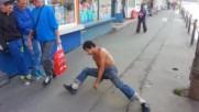 Брус Лий на улицата ..