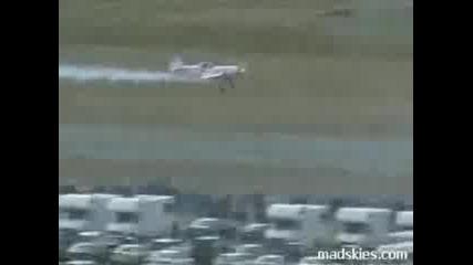 Самолет Срещу Камион
