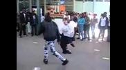 Дебеланко танцува смешно