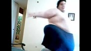 Най - дебелия човек танцува!!!хит!!!