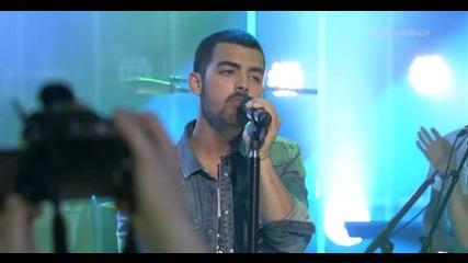 Jonas Brothers изпълняват Found - Much Music Live