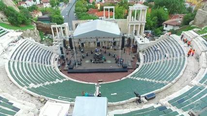Концерт на 2Cellos заснет от въздуха с дрон, Античния театър в град Пловдив