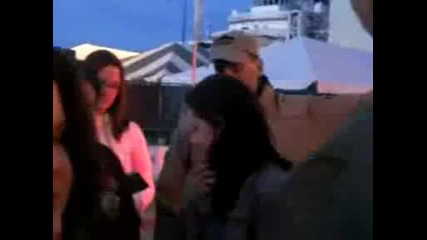 Kristen Stewart stops for fans at New Moon Theater set - - 50209