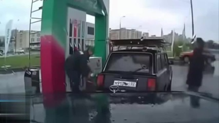 Лудо изпълнение на руска бензиностанция