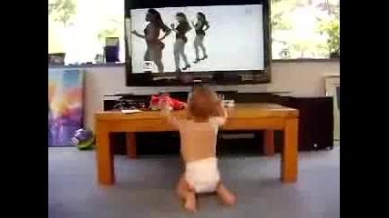 Адски Смешно Бебе Куфее На Музика ! Смях