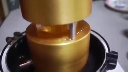 Как се прави ледено топче от блокче лед .