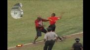 Страничен съдия млати фен с флагчето, арестуват го