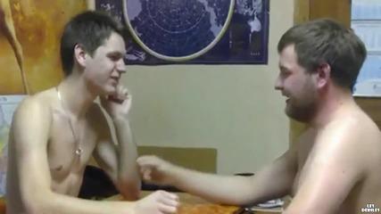Руснаци играят на Камък, ножица, хартия