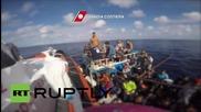 Италия: Брегова полиция пресрещна 60 бежанци и емигранти в Средиземно море