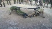 Войници си устройват силово шоу с въже !смях!