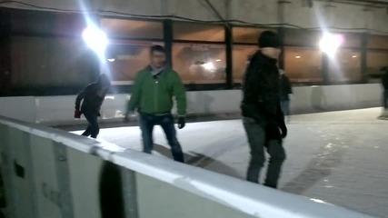 Добър е на леда. :)