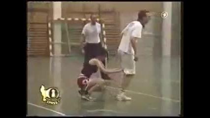 Смях с мацка и баскетболисти