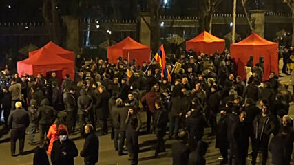 Armenia: Yerevan protests continue into night with tents set up in front of parliament