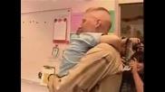 Баща се връща от Авганистан и изненадва детето си в Детската градина!