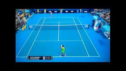 Тенисистка чупи ракетата си при удар