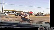 Полицейско насилие над нарушил правилата моторист
