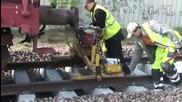 Ето как се строят релсите на влака.