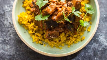 Къри от патладжан с ориз от карфиол и куркума | Донал Скиан | 24Kitchen Bulgaria