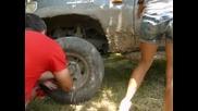 Смяна на гума от навигаторки в Нова Черна