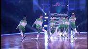 Момчета танцуват много яко на Baby- Justin Bieber