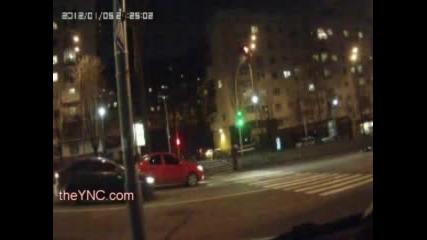 Кола блъска мъж / Линейката идва за няма и минута!!!