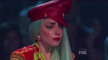 Лейди Гага плаче след страхотното изпълнение на Марко