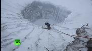 """Учени се спускат в мистериозен сибирски кратер наречен """"края на света"""""""