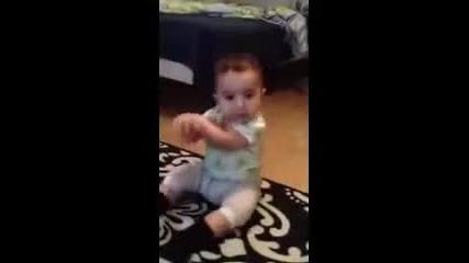 Бебе танцува Gangnam style ! Никакъв монтаж !