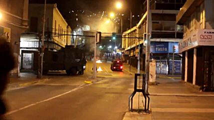 Chile: Celebrations after constitutional referendum end with clashes in Valparaiso