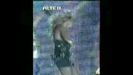 Анна Виси (падане на роклята и голи ц и)