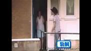 скрита камера (защо чукаш на вратата ми)