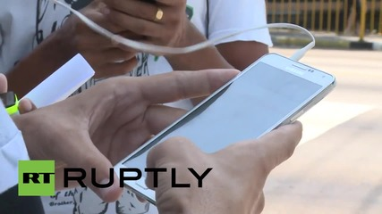 Cuba: Youths go Wi-Fi crazy as state relaxes internet restrictions