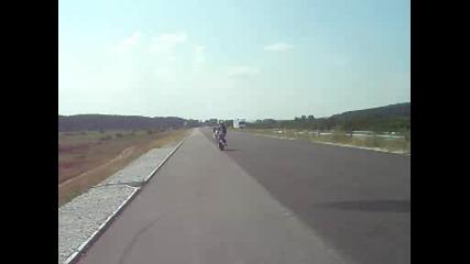 Ицо кара бавно на задна гума