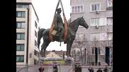 Върнаха фигурата на Цар Освободител пред парламента